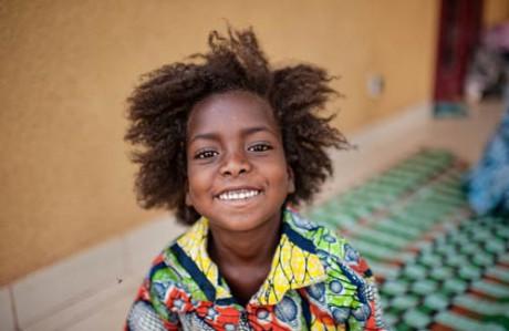 Leila i Burkina Faso var tio år när torkan slog till i Sahel. Hon och hennes familj flydde till huvudstaden Ouagadougou där de fick hjälp av en av Diakonias samarbetsorganisationer. Foto: Ollivier Girard