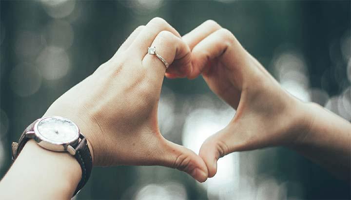 Leva Mångfald - händer som formar ett hjärta